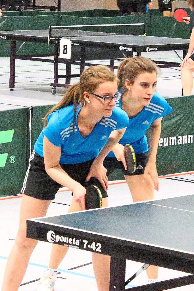 Die St. Georgener Schwestern Anne-Kathrin (links) und Natalie Obergfell gewannen wie im Vorjahr den A-Doppeltitel.