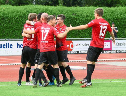Auch in Ulm würden die Balinger Fußballer gerne Tore bejubeln, aber beim SSV hängen die Trauben für den Neuling hoch.   Foto: Kara