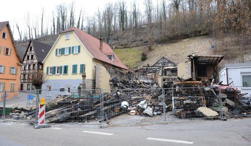 Die Chorherrenscheune in der Altheimer Straße brannte im Januar 2012 und damit eines der ältesten Gebäude im Horber Tal. Nun soll an dieser Stelle neu gebaut werden.   Foto: Archiv/Hopp