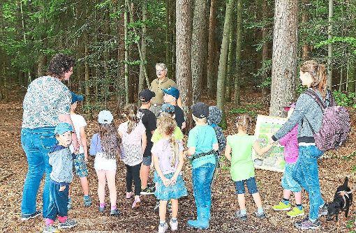 Elke Marko (Bildmitte) durfte sich über sehr aufmerksame Zuhörer freuen  Foto: Kindergarten Foto: Schwarzwälder-Bote