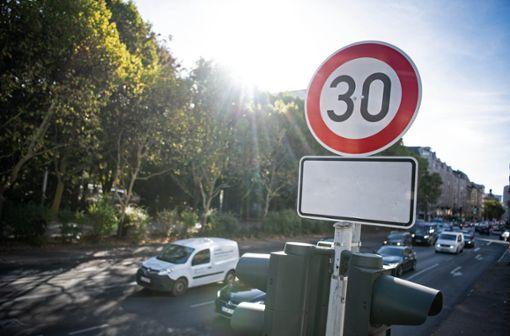 Mit Geschwindigkeitsbegrenzungen will die Stadt Balingen den Verkehrslärm reduzieren. (Symbolfoto) Foto: Archiv