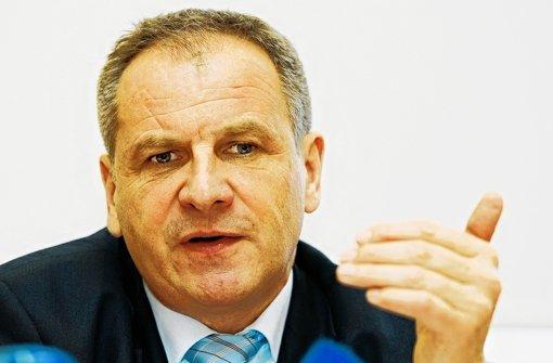 In der Debatte um ein Tattoo-Verbot für Polizisten in Baden-Württemberg fürchtet Innenminister Reinhold Gall keine Prozesslawine.  Foto: dpa