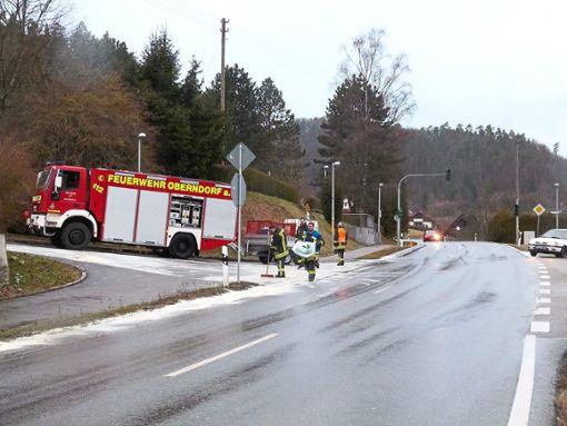 Von der Tankstelle Mutschler bis hin zum Altoberndorfer Steinbrünnle zog sich eine lange Ölspur. Foto: Danner