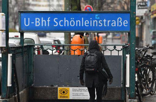 Der videoüberwachte Tatort im Berliner Bezirk Neukölln – in dieser Station wurde der Obdachlose angegriffen. Foto: dpa