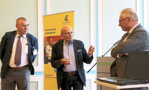Horst Vahsen (von links),  Josef  Theiss und Lothar Riebsamen im Gespräch.  Foto: Kraushaar Foto: Schwarzwälder Bote