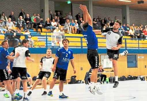 Den Hinspiel-Sieg konnte die SG Freudenstadt/Baiersbronn um Pascal Bauer (rechts) nicht wiederholen. Foto: Klisch