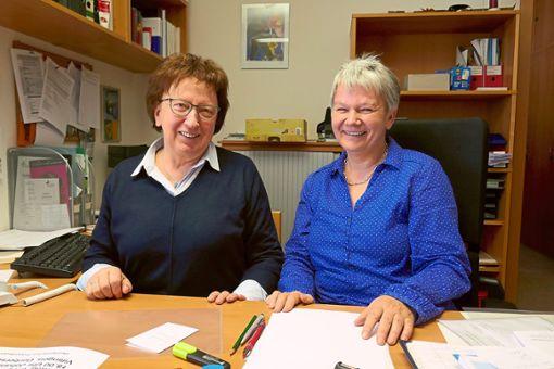 Nach mehr als 30 Jahren ist für Pfarramtssekretärin Sonja Weißer (links) Schluss. Auf sie folgt  Sabine Kaiser.  Foto: Fritsch Foto: Schwarzwälder Bote