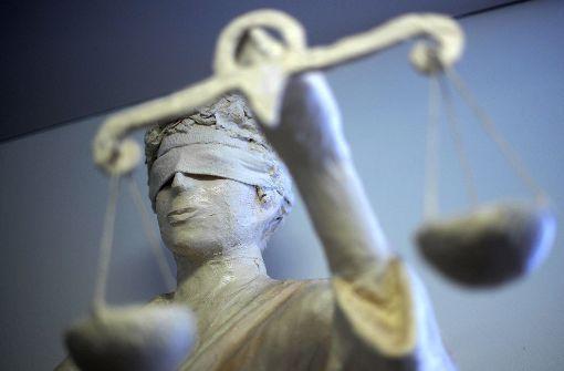 Zwei Jahre und sechs Monate Haft lautet das Urteil gegen einen Vergewaltiger. (Symbolbild) Foto: dpa