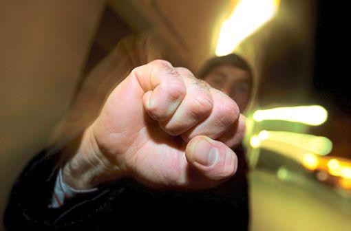 An einer Auseinandersetzung am Rande des Nachtumzugs in Calw sollen bis zu 40 Personen beteiligt gewesen sein (Symbolbild). Foto: Hildenbrand