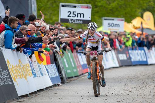 Ronja Eibl lässt sich auf der Zielgeraden feiern.  Foto: Kuestenbrueck