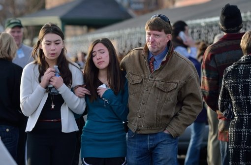 Die Menschen in Denver, Colorado sind tief geschockt von der Schießerei an einer Schule. Foto: dpa